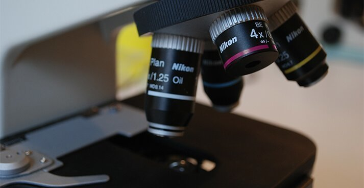 Late cancer diagnosis claims image - microscope